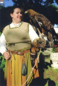 Schamanin Jasra mit Adler