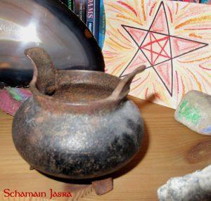 Die Bedeutung und Anwendung magischer, spiritueller Symbole und Gegenstände: Der Kessel