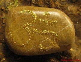Die Bedeutung und Anwendung magischer, spiritueller Symbole und Gegenstände: Om oder Aum