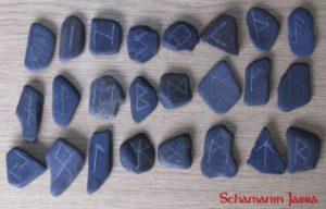 Die Bedeutung und Anwendung magischer, spiritueller Symbole und Gegenstände: Die Runen des 24er Futhark